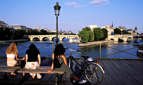 France, Paris, having a break on the Pont des Arts, view of the Pont Neuf (New bridge)